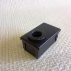 Bouchon noir en PVC pour tube de 50x30 percé au diametre 12